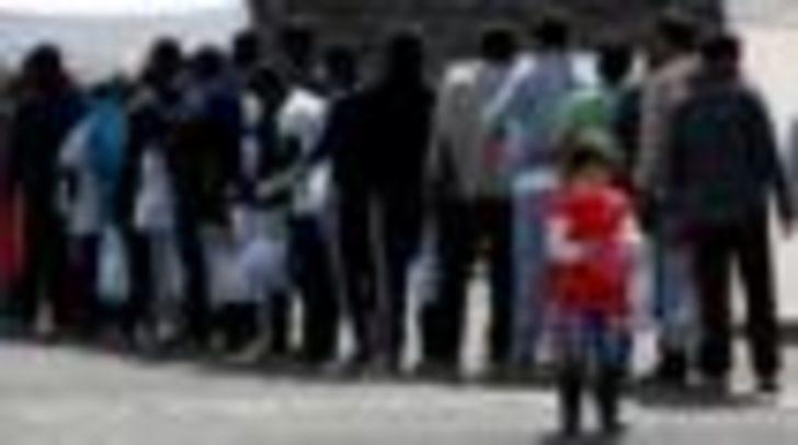 İtalya'da göçmen mafyasına operasyon: Biri rahip 68 kişi gözaltına alındı