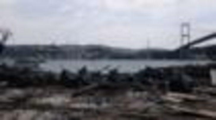 Reina'da 'mevzuata aykırı kısımlar' yıkıldı