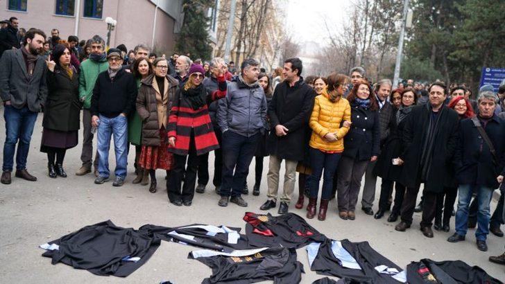 Af Örgütü: 'Türkiye Adaletsiz İhraçlara Son Versin'
