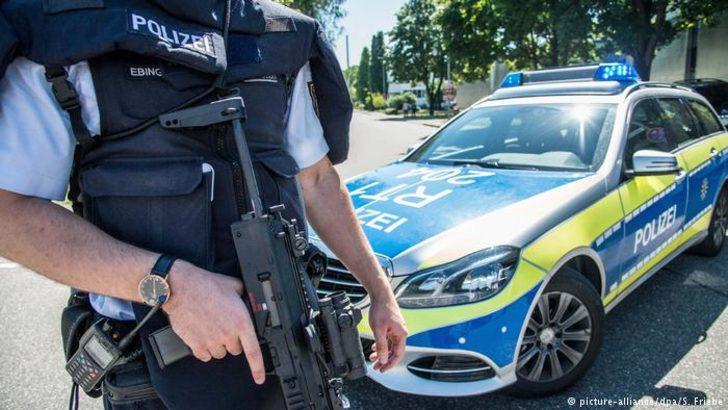 Almanya'da silahlı şahıs alarmı