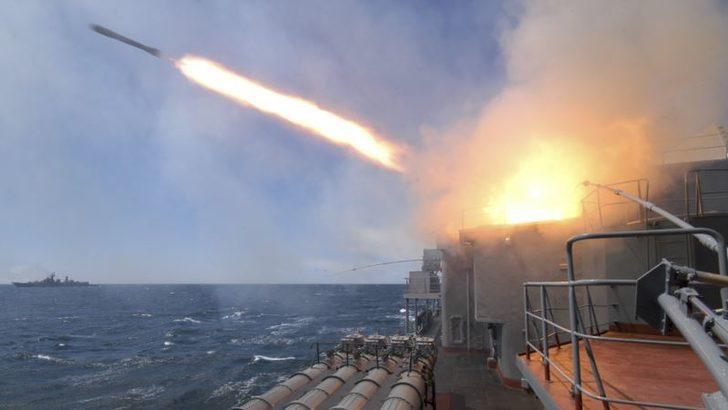 Rusya Suriye'deki IŞİD Hedeflerine Akdeniz'den Füze Fırlattı