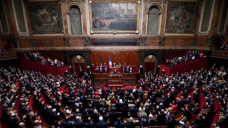 Fransa'da İktidar Meclis Çoğunluğunu Kaybetti