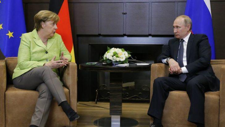 Putin ile Merkel Soçi'de Buluştu