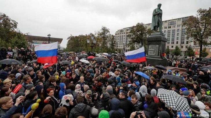 Putin'e protestolu doğum günü kutlaması