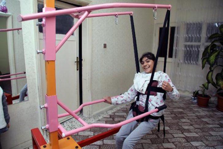 Belediye atölyesinden Eylül'e fizik tedavi aparatı