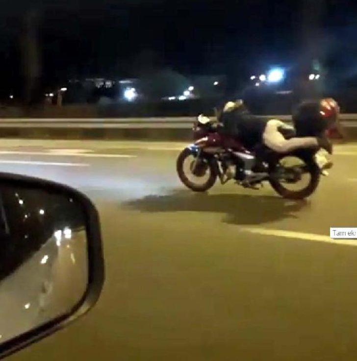 Motosikleti yüzüstü uzanarak dakikalarca kullandı