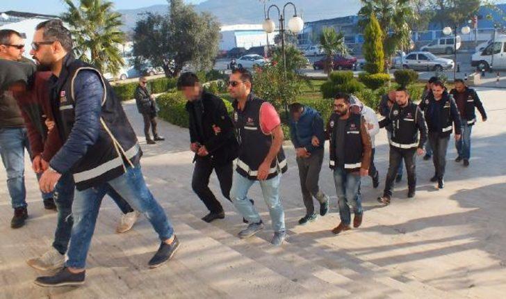 Milas'ta 122 kilo esrarla yakalanan 7 kişi adliyede
