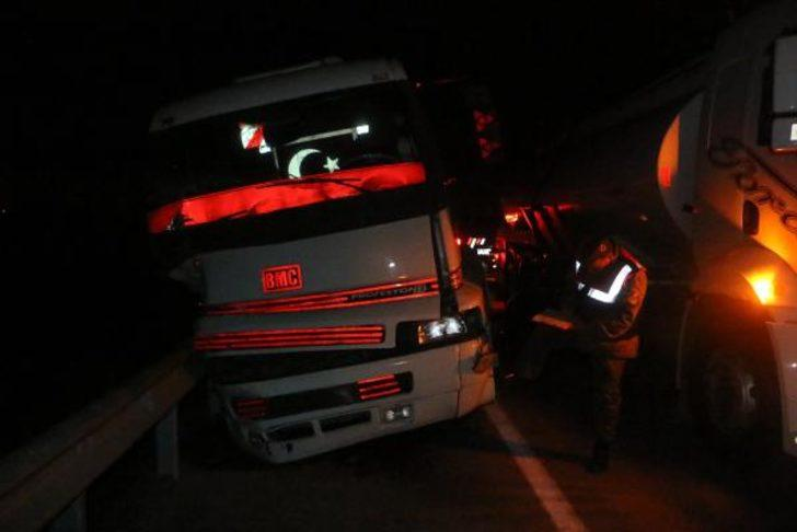 Tanker TIR'a çarptı: 1 yaralı