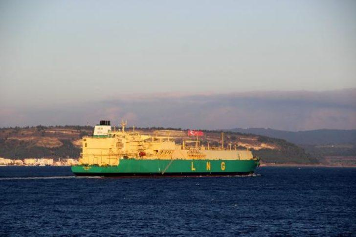 Çanakkale Boğazı'ndan doğal gaz tankeri geçti