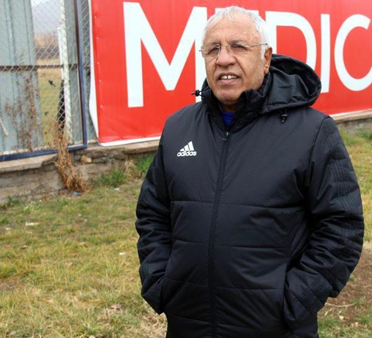 """Elazığspor Teknik Direktörü Kalpar: """"Kariyerimde şanssız bir dönem yaşıyorum"""""""