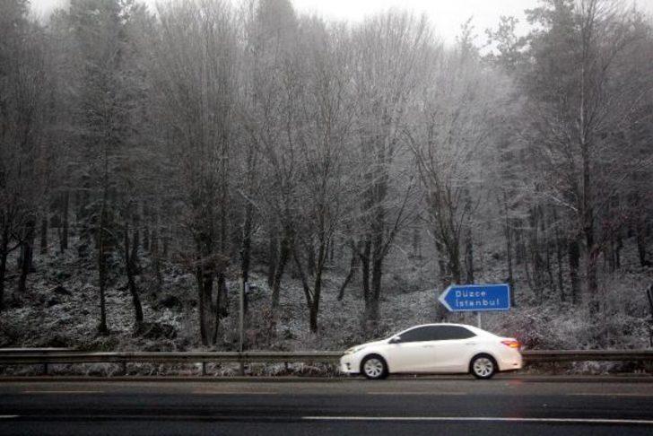 Bolu Dağı'nda kar yağışı ve sis