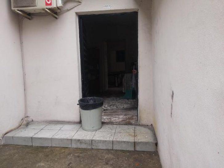 Okul müştemilatının tavan sıvası döküldü