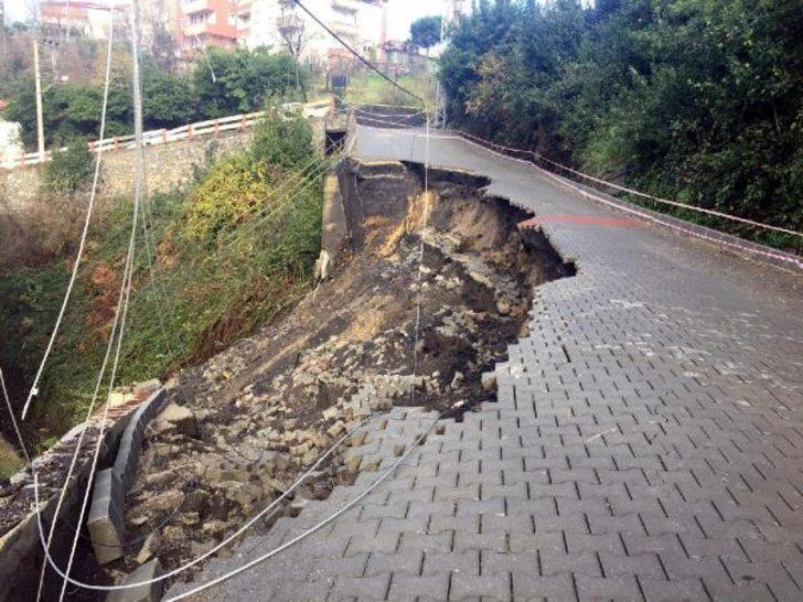 Yağış sonrası yol çöktü, okulun girişi kapandı