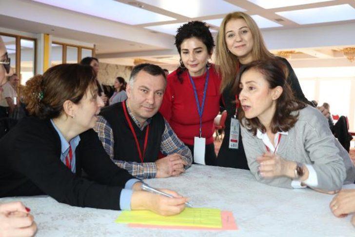 Ezberciliği önlemek için öğretmenlere akademik oyun eğitimi