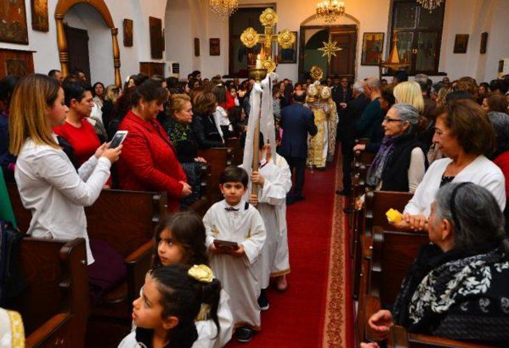 Mersin'deki Noel ayininde dualar, barış ve huzur için
