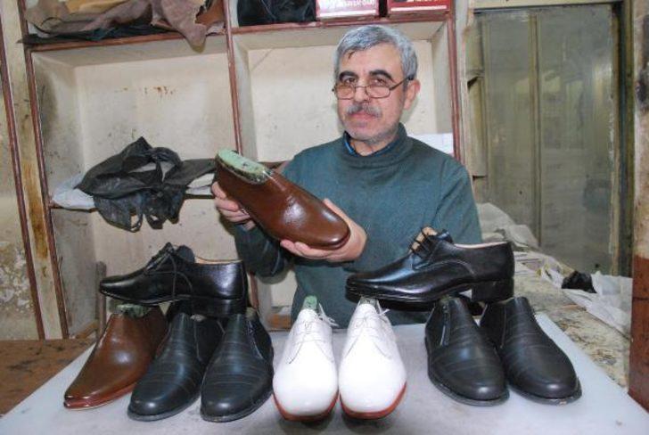 Diyarbakır'da folklor ekiplerine 44 yıldır ayakabı üretiyor