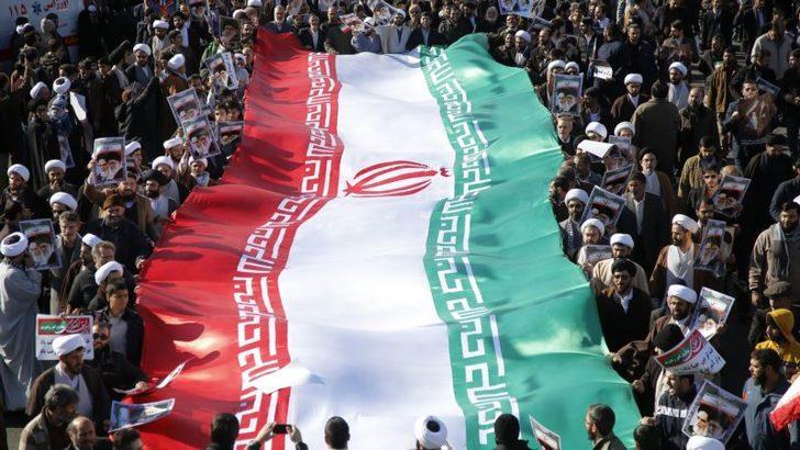 İran'da Bu Kez de Hükümet Yanlıları Sokaklarda
