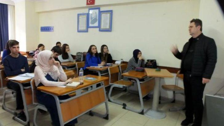 Burhaniye'de gençlere ücretsiz üniversiteye hazırlık kursu