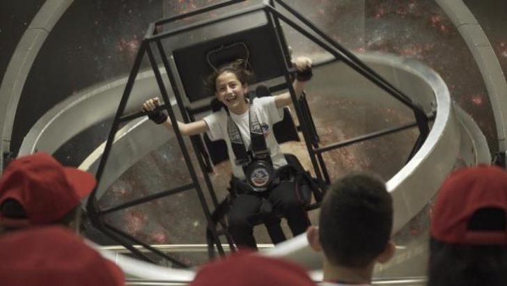 Dilek öğretmen, öğrencilerini Uzay Kampı'na götürdü