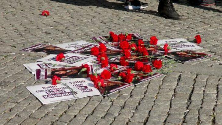 """Ek fotoğraflar // İstanbul Üniversitesi önünde """"Zülal Tütüncü"""" protestosu"""