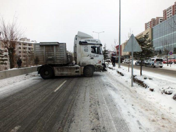 Yozgat'ta yollar buz pistine döndü, çok sayıda kaza oldu
