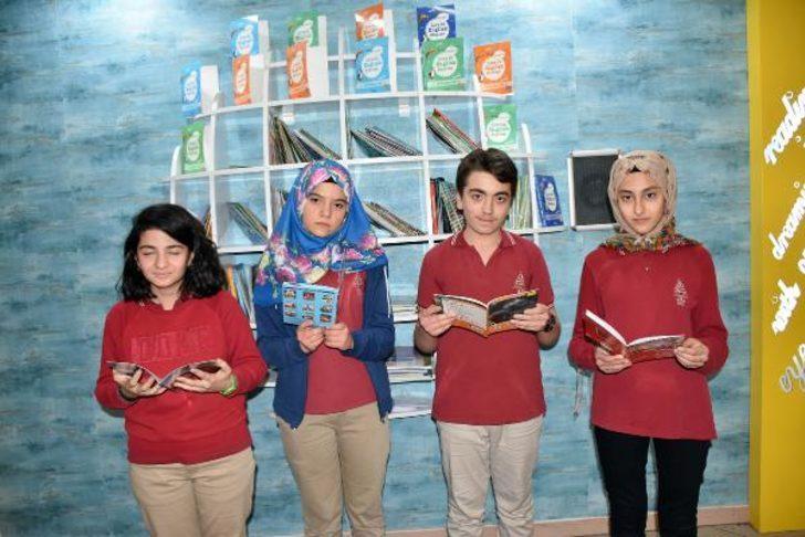 Devlet okulunda askıda kitap kırtasiye bankası uygulaması