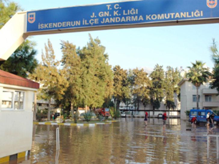Felaket kamu binalarını da vurdu