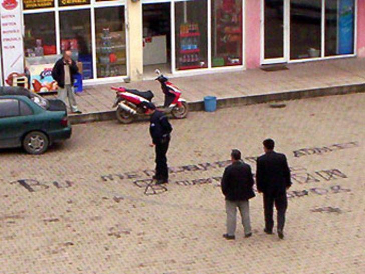 Yere yazılan yazı polisi alarma geçirdi