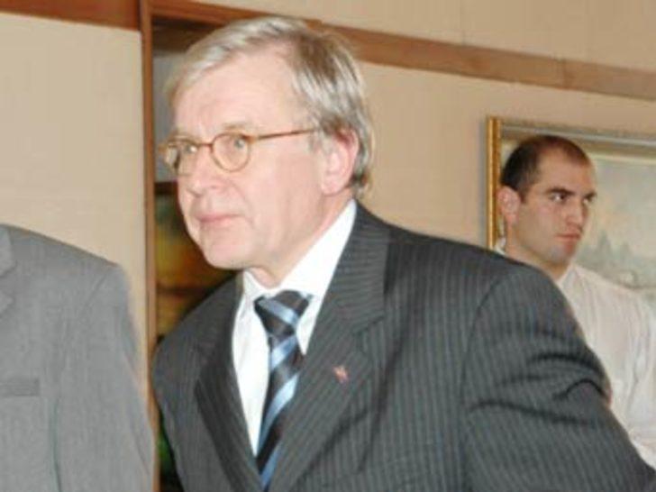 AKPM Başkanı, Gül ile bir araya geldi
