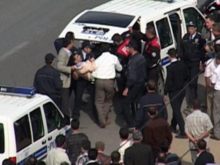 Polisle vatandaşlar birbirine girdi