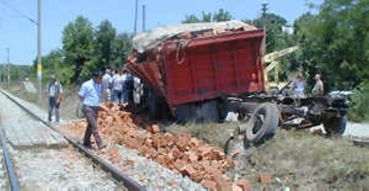 Menemen'de hemzemin geçitte kaza 5 ölü