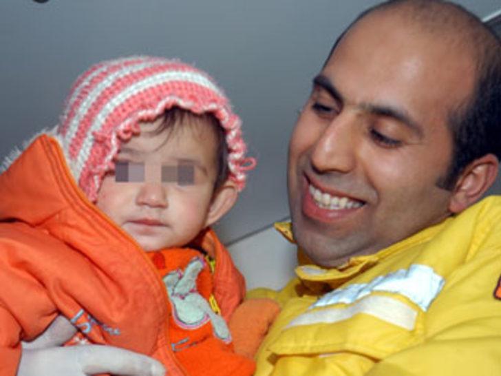 6 aylık bebeğini rehin aldı
