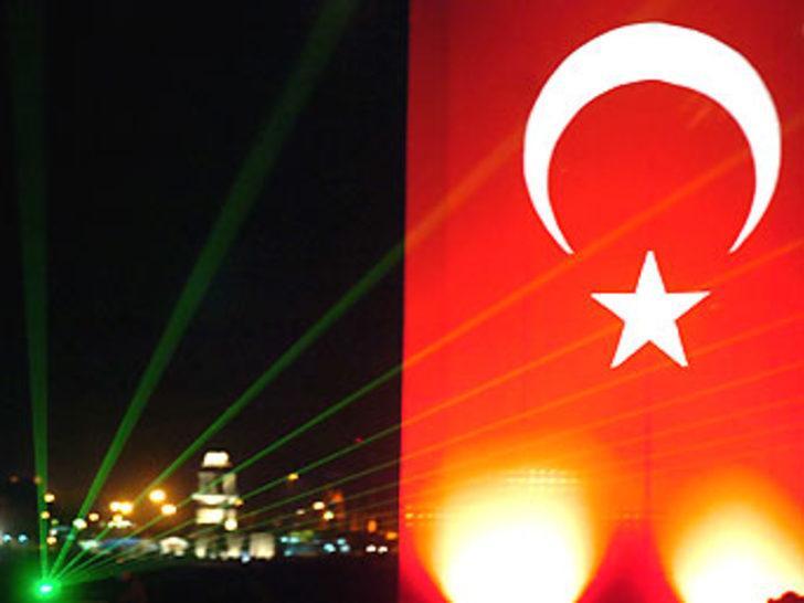 İstanbul'da muhteşem ses ve ışık gösterisi