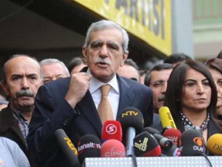Türk ve Tuğluk Meclis sitesinden çıkartıldı