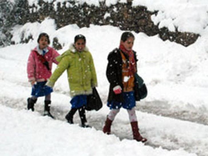 Eğitime kar tatili arası