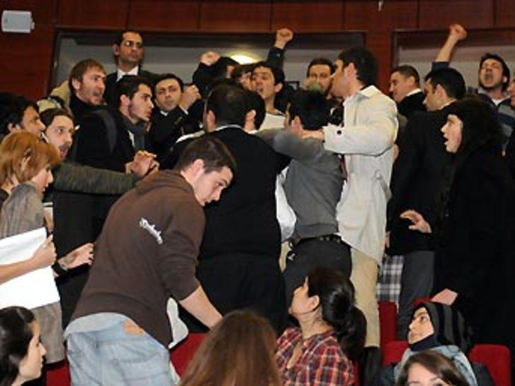 Bakan'a protesto