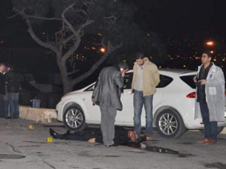 Bar önünde silahlı kavga: 3 ölü