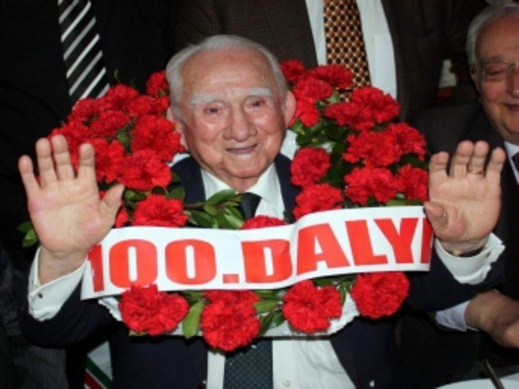 100 yaşını her gün yürümeye borçlu