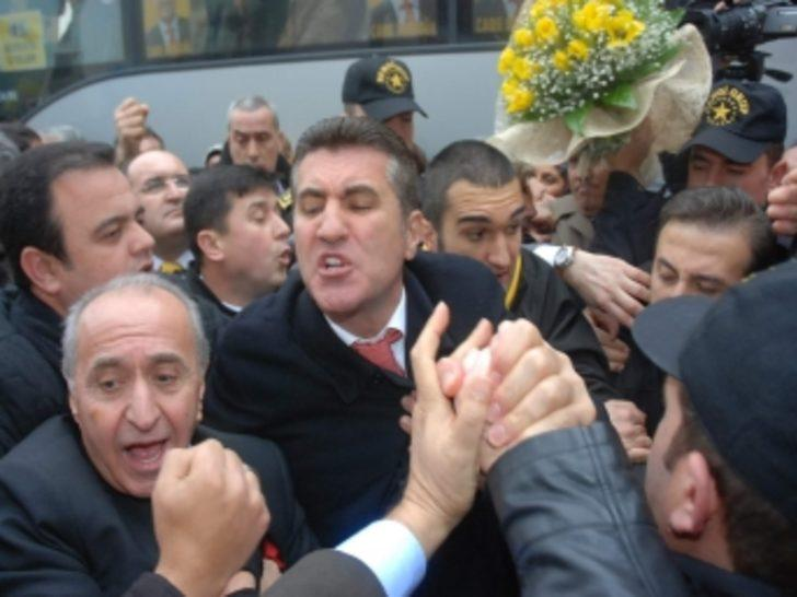 İzmir'de Mustafa Sarıgül izdihamı