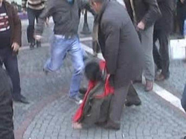 Eylemci kıza öldüresiye dayak!