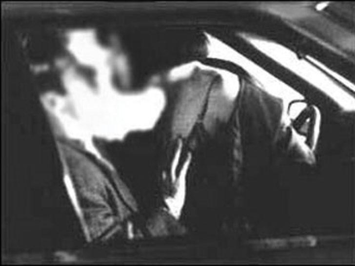 Arabada çıplak aşk Terör Şubesi'nde sonlandı