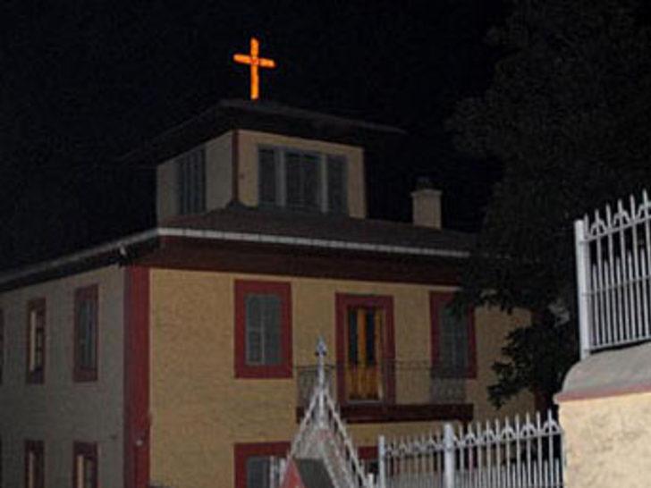Kiliseye haç tehdidi