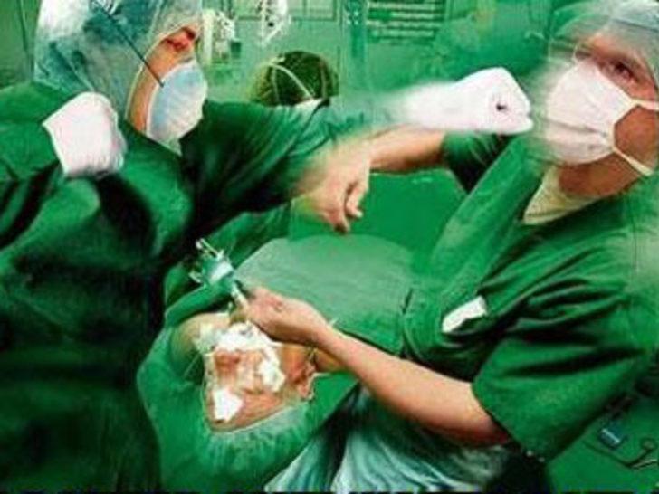 Türk doktor ameliyatta patladı