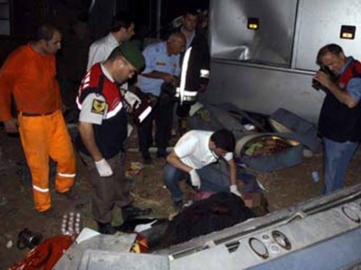 İran otobüsü şarampole yuvarlandı: 3 ölü