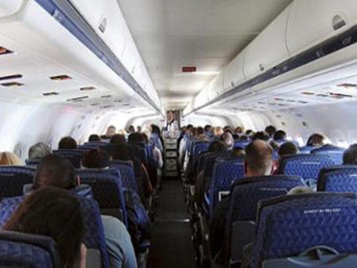 3652f9b206063 Artık uçakta su bile yasak - Son Dakika Haberler