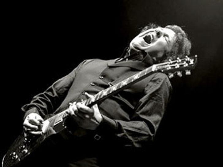 Efsane gitarist ölü bulundu