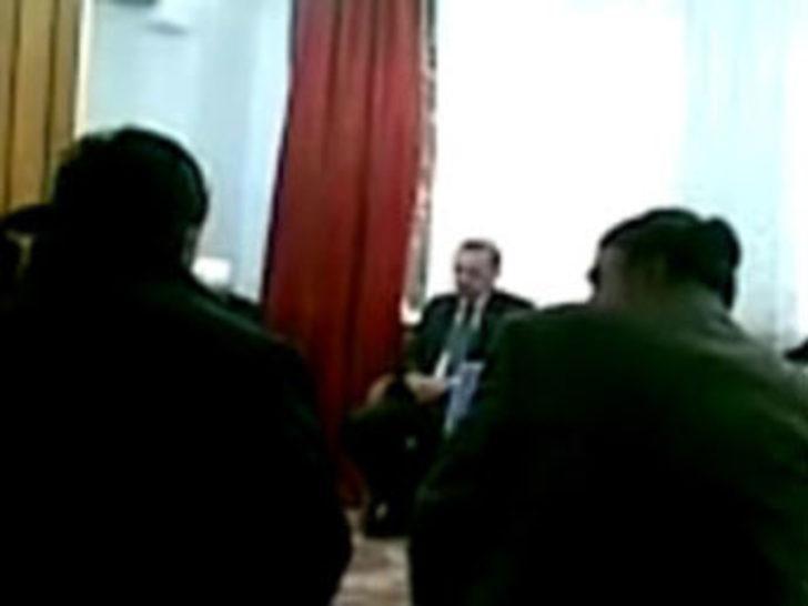 Başbakan Tayyip Erdoğan Kur'an okuyor