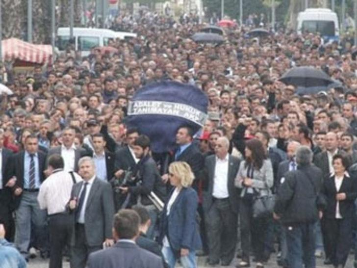 İzmir'de isyan büyüyor
