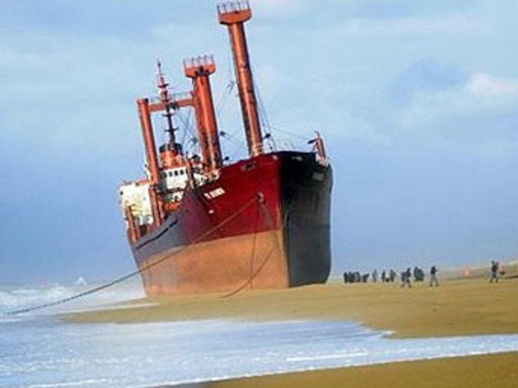 Bu gemi Fransa'yı korkutuyor