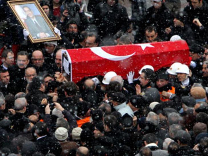 Menderes'in cenazesi İstanbul'a getirildi